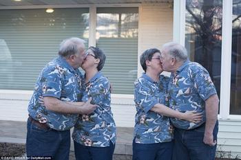 Близнецы-братья женились на близнецах-сестрах и путают друг друга