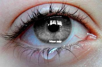Что делать, если слезятся глаза: народные средства