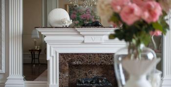 WHITE & GOLD: Праздничный классический интерьер квартиры с золотыми акцентами, Ростов-на-Дону