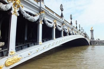 Прогулка по мосту в Париже. Мост Александра III