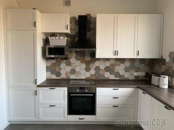 «Смешать две коллекции плитки было не лучшей идеей». Новая история кухни