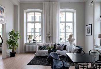Шведская квартира с высокими потолками, роскошными окнами и эффектной кухней