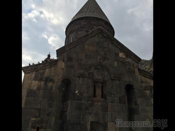 Пещерный монастырь в Армении