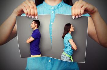 Вещи, которые позволяют партнеру женщины с низкой самооценкой