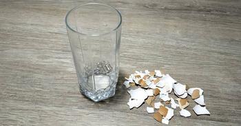 Декор стакана при помощи скорлупы