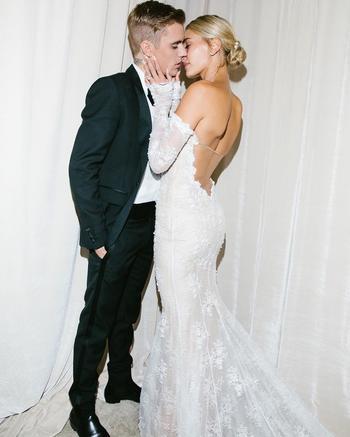15 свадебных образов российских и зарубежных звезд, которые вышли замуж в этом году