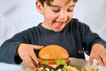 7 способов изменить пищевое поведение ребенка, если он постоянно хочет есть