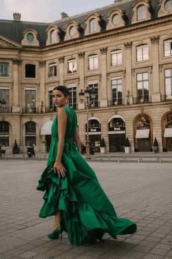 Красивые платья на выпускной 2022 — тренды