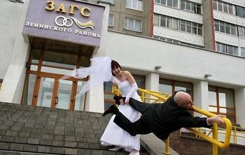 Забавные свадебные снимки прямиком из ЗАГСа
