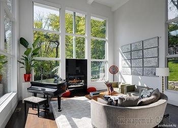 Современный трехэтажный дом с красивым видом на окружающий пейзаж