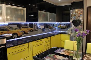 Кухня: черное и желтое