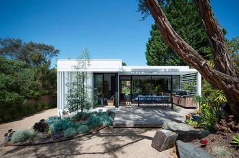 Безмятежный белый домик в Австралии