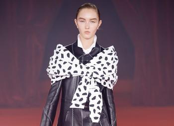Модный трюк: платок — на плечи