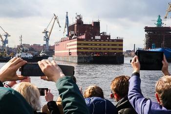 Плавучий атомный энергоблок отправился изСанкт-Петербурга вМурманск