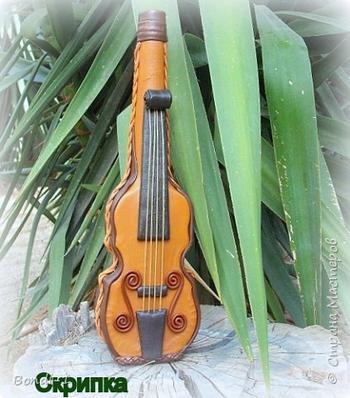 """""""Скрипка"""" (бутылка, декорированная кожей)"""