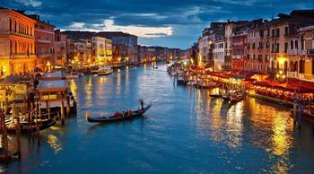 10 городов, которые медленно, но верно разрушают туристы