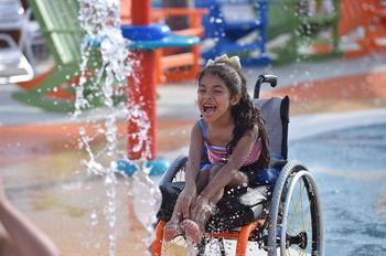 Первый в мире ультрасовременный аквапарк для инвалидов открыли в США, здесь люди в колясках обретают крылья!