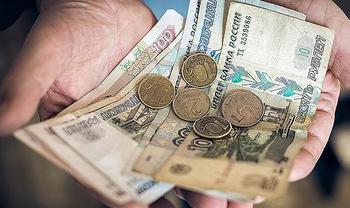 Оклад растет, а денег нет: как платят в России