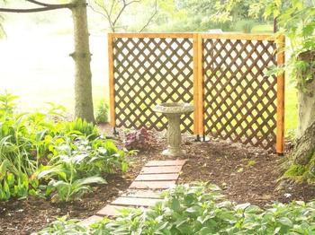Идеи использования деревянной решётки в доме и в саду