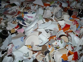 Разбитые тарелки, красные трусы и другие новогодние ритуалы, которые приносят счастье