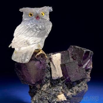 Мастер - камнерез Эберхард Банк и его фигурки птиц, вырезанные из драгоценных и поделочных камней.