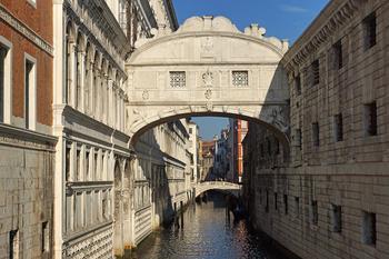 Мост вздохов в Венеции: его мрачная история и удивительная легенда, которая касается каждого из нас