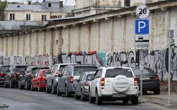 10 наивных вопросов о парковках в большом городе