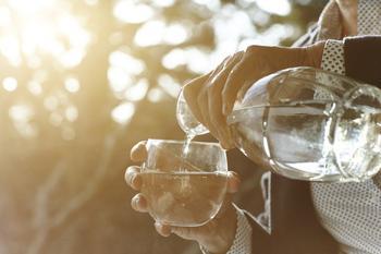 Как заставить себя пить больше воды?