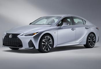 Lexus IS 2021: глобальная модель премиального японского седана
