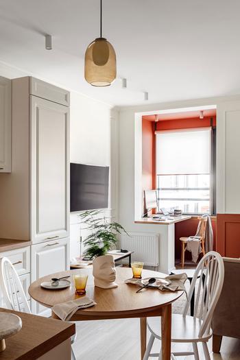 Яркая небольшая квартира с этническим декором и французскими нотками в Санкт-Петербурге