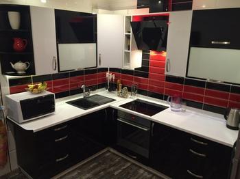 Кухня: белое-черное-красное