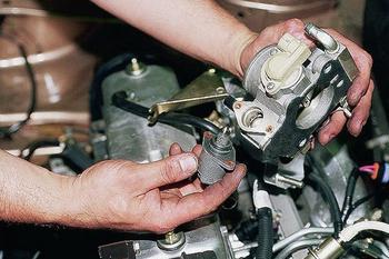 Каким образом холостые обороты могут навредить бензиновому двигателю