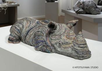 Реалистичные скульптуры животных из старых газет