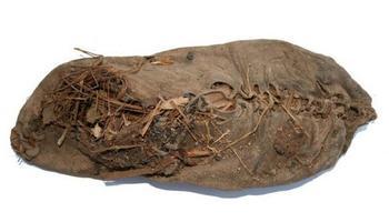 5000 лет в истории обуви: От чарох из медвежьих шкур до изящных кожаных туфелек на каблучке