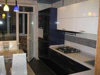 Кухня: зеркала, светодиоды и экзотический пейзаж