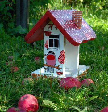 Делаем красивую деревянную кормушку для птиц «Снегири»
