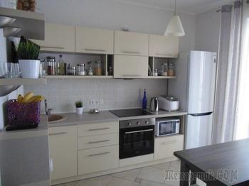 Кухня: со спальным местом и полками с травкой