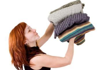6 проверенных способов избавиться от запаха на одежде