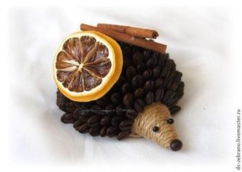 Ароматные ежики из кофейных зерен