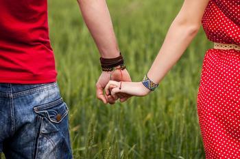Как долго следует встречаться перед тем, как вступить в брак (по мнению эксперта по отношениям)