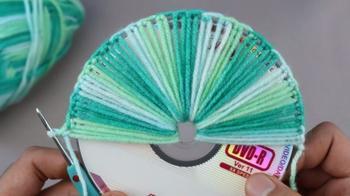 Интересная техника вязания с использованием СД-диска