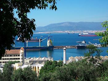 Гибралтар —небольшое государство на юге Пиренейского полуострова