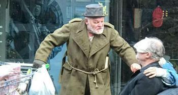 Энтони Хопкинса приняли за бомжа на одной из улиц британского города