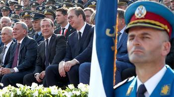 Наладить связи: Медведев посетил парад в Белграде
