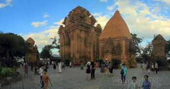 В стране Дядюшки Хо. Вьетнам 1.  Чамские башни. Ночной Нячанг