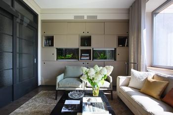 Просторная квартира с винтажной мебелью для большой семьи