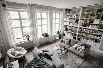 Большая библиотека и антресольная спальня: квартира-студия в Стокгольме (53 кв. м)