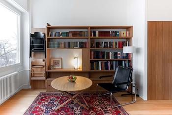 Компактная квартира (33 кв.м.) в Москве с интересным зонированием
