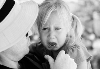 Как отучить ребенка постоянно хныкать?
