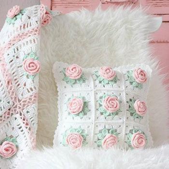 Идеи красивых вязаных чехлов для подушек